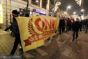 z13048297Q,Marsz-ONR-w-31-rocznice-stanu-wojennego-w-Kielcach